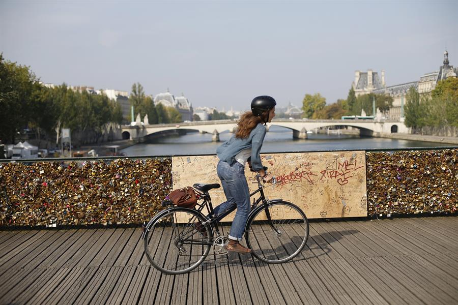 Bici Parigi THOMAS SAMSON:AFP:Getty Images